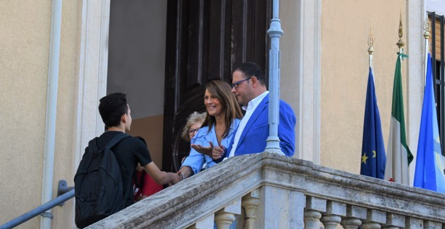 Il Dirigente Scolastico del Righi avv. Musarella Maria Daniela accoglie gli alunni delle classi prim
